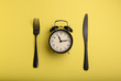 Leinwanddruck Bild - Alarm clock and cutlery on color background. Diet concept