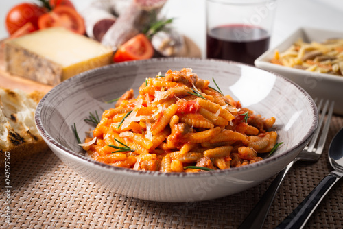 Malloreddus alla campidanese, piatto tipico della cucina sarda