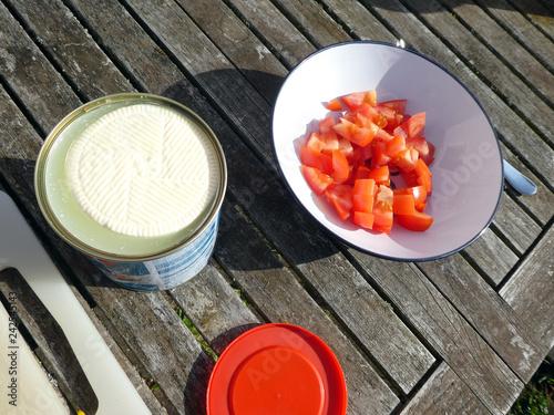 Feta Würfel  schneiden für Tomatensalat