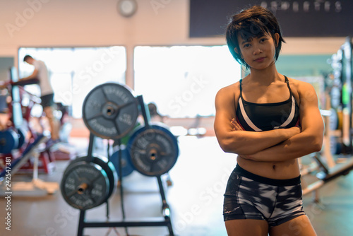Photo  Portrait of young beautiful Asian woman at gym with arms crossed