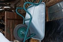 Metal Garden Car Stands On A W...