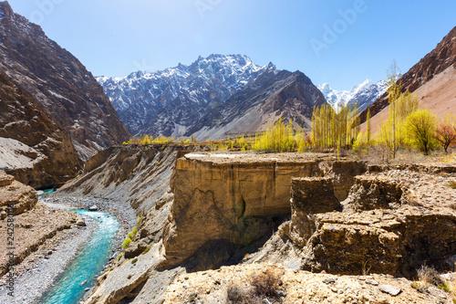 Keuken foto achterwand Asia land Beautiful autumn scene along Karakorum highway with layers of snow mountains and blue sky background