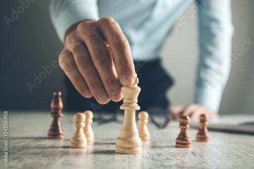 Fototapeta man hand chess obraz