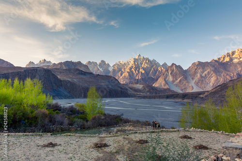 Staande foto Asia land Tupopdan mountain also known as Passu Cones or Passu Cathedral, big rocks all over the place and blue crystal of Hunza river at sunset time ,Northern of Pakistan