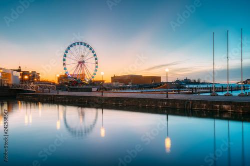 Foto auf Leinwand Skandinavien Helsinki, Finland. View Of Embankment With Ferris Wheel In Sunri