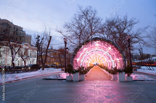 Staande foto Aziatische Plekken Moscow, Russia, new Year design of Tverskoy Boulevard. In the pedestrian zone of Tverskoy Boulevard there is a light installation in the form of a light tunnel.