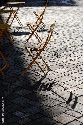 Valokuva  黄色のカフェテーブルと椅子