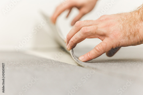 Foto Methods of installation and tools used to install carpet ties - floor coverings