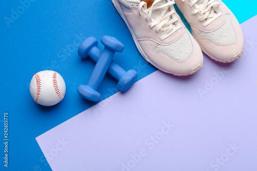 Fotografia  Fitness Gym equipment on color background