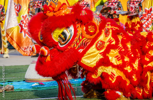 Photo  Close-up of Red Lion Head, Lion dance is a form of traditional dance and performance in Chinese culture