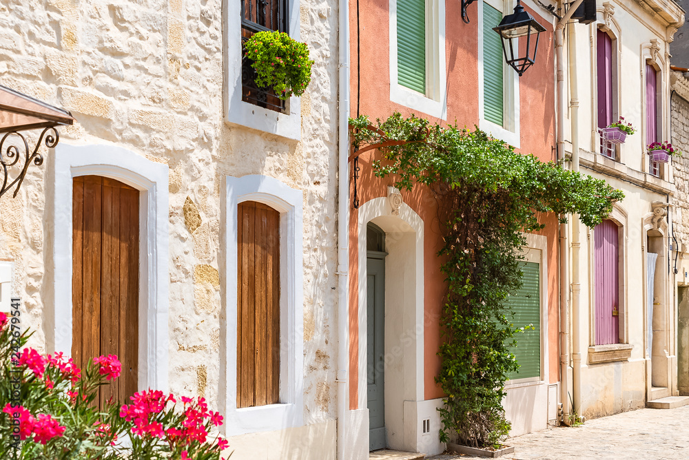Fototapety, obrazy: Aigues-Mortes in the south of France, typical colorful houses in the village