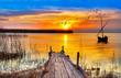 atardecer de colores en un lago de España