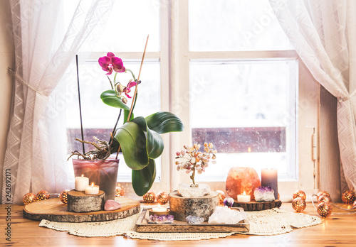 Fotografía  Feng Shui nature theme altar at home table and on window sill