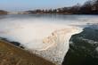 canvas print picture - Schmutziges Eis auf dem Fluss