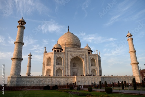 Fotografie, Obraz  Late afternoon sunlight at the white Makrana marble tiles of the Taj Mahal, Agra, India