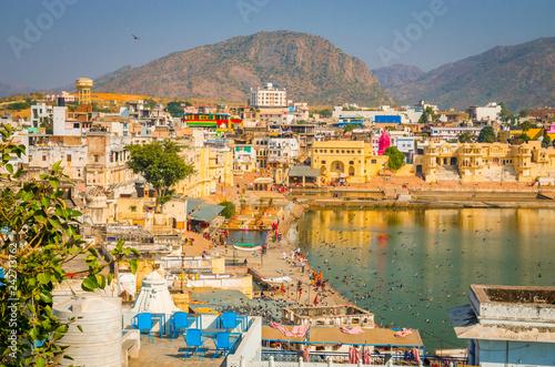 Keuken foto achterwand Asia land Panoramic view on Holy Lake and city Pushkar, Rajasthan, India.