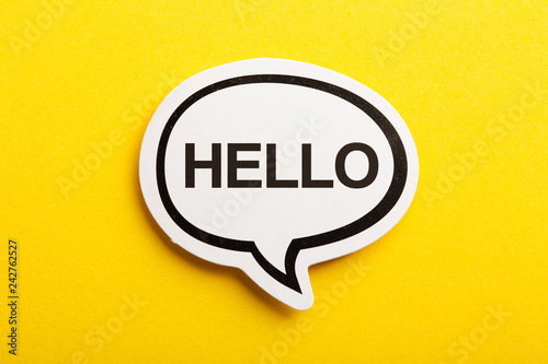 Foto  Hello Speech Bubble Isolated On Yellow Background