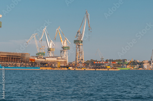 Fotografía  rusty cranes in port of pula, croatia