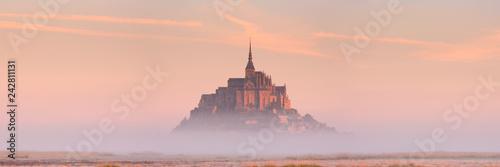 Obraz Le Mont Saint Michel in Normandy, France at sunrise - fototapety do salonu
