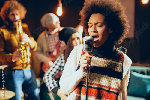 Photo Close up of mixed race woman singing