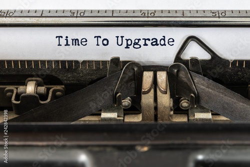 Fotografía  Vintage typewriter with text time to upgrade