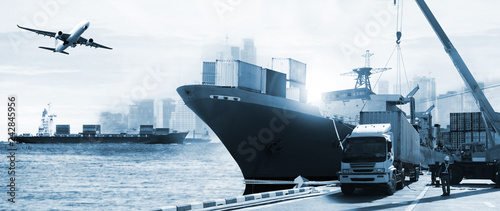 Photo  Transportation and import-export, logistic ,shipping business industry