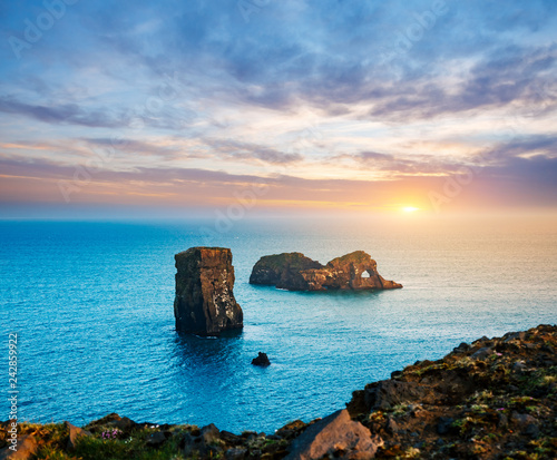 Stunning image on the Kirkjufjara beach