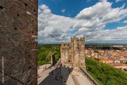 Foto  Castello Scaligero di Valeggio Sul Mincio, Verona, Veneto, Italia