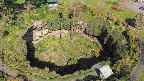 Photo Umpherston Sinkhole - Cave Garden in Mt Gambier, aerial view, Australia