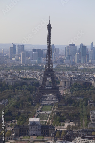 Photo sur Toile Europe Centrale Close up top view of the streets and buildings of Paris and the Eiffile Tower