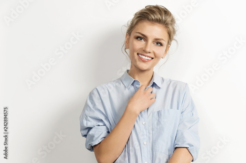 Photographie  Portrait of stylish caucasian model posing in stylish shirt with tied up hair