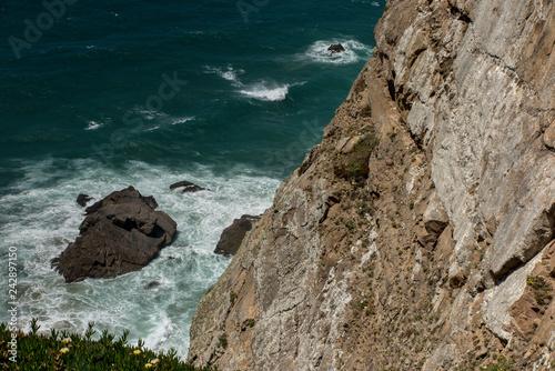 Fotografia  View at Cabo da Roca Lighthouse (Portuguese: Farol de Cabo da Roca) which is Portugal's (and continental Europe's) most westerly point
