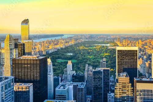 Foto auf Gartenposter Gelb Schwefelsäure New York City skyline during the sunset from the Top of the Rock (Rockefeller Center), United States