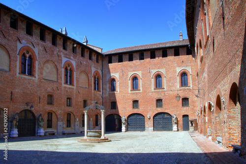 Foto  castello di sant'angelo lodigiano in italia, europa