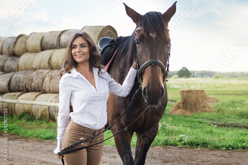 Photographie Young woman rider and her beautiful horse