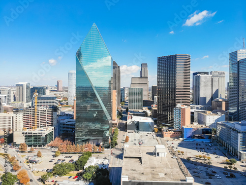 Leinwand Poster Aerial view of downtown Dallas, Texas during sunny autumn day with colorful fall