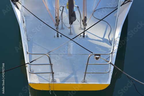 Fotografía  Stern of composite racing sailing ship with stainless steel pushpit and some rigging visible