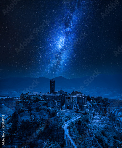 Poster Historisch geb. Milky way over old town of Bagnoregio, Italy