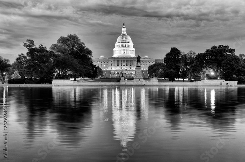 Photographie  United States Capitol Building at night