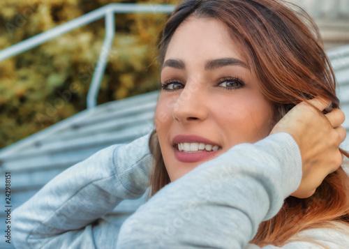 Il profilo di una bellissima ragazza Canvas Print