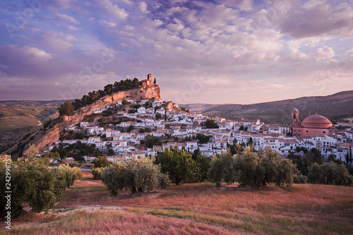 Foto  Beautiful panoramic view of an spanish village with olives fields during a cloud