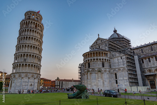 Duomo y Torre que se Inclina, Sitio de patrimonio mundial de la UNESCO, Pisa, Toscana, Italia, Europa Canvas Print