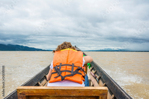 Tuinposter Asia land female tourist in water taxi at Inle lake