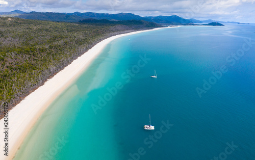 Autocollant pour porte Océanie Whitehaven Beach - Whitsunday Island North Queensland Australia. Whitehaven beach is one of the most famous in the work