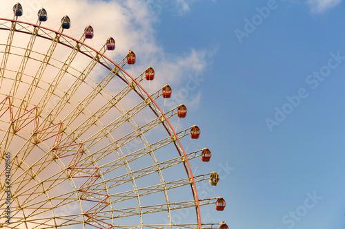 Fotomural Modern ferris wheel with blue sky background