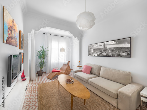 Fotografía  Cozy stylish bright living room with natural ratan carpet, sofa, wooden table, pictures and plants