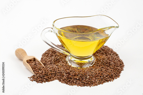 Foto op Canvas Kruiderij Flax seeds and oil isolated on white background