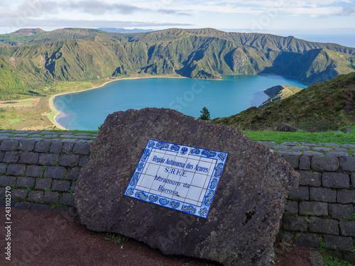 View on beautiful blue crater lake Lagoa do Fogo from viewpoint miradouro da barrosa Tapéta, Fotótapéta