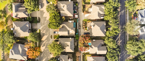 Poster Texas Panorama aerial drone view row of single-family detached house in residential area with colorful autumn leaves. Straight down view of suburban subdivision near Dallas, Texas, USA