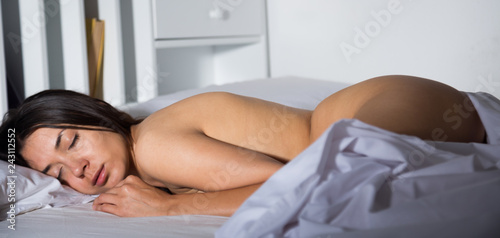 In de dag Akt Sexy young woman with naked body sleeping in bedroom